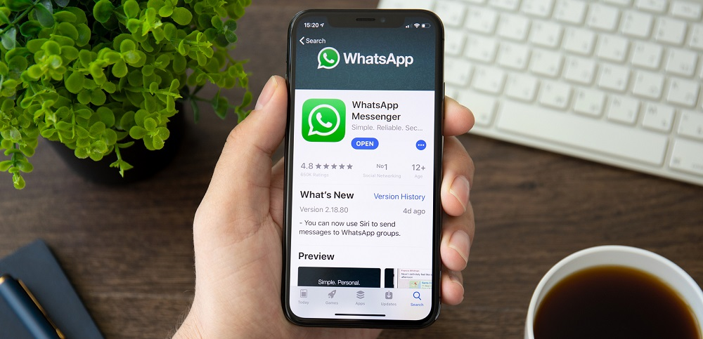 WhatsApp May Be Spying On You; Serious Flaw Found So Update Now!